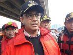 gubernur-dki-jakarta-anies-baswedan-saat-meninjau-lokasi-banjir-di-cipinang-melayu-2w67347.jpg