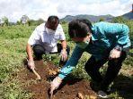 gubernur-olly-dan-istri-berkunjung-ke-kecamatan-hortikultura-modoinding2.jpg