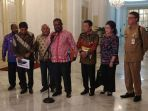 gubernur-papua-lukas-enembe_20180124_101440.jpg