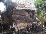 gubuk-daun-tempat-tinggal-pasangan-suami-istri-pasutri-miskin-di-desa-teluk-kecapi.jpg