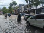 hujan-deras-mengguyur-kota-manado-selasa-1372021-siang.jpg