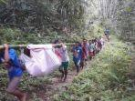 ibu-muda-tengah-hamil-ditandu-berjam-jam-menuju-puskesmas-tak-ada-fasilitas-layak-di-desanya.jpg