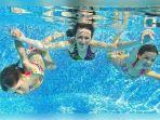 ilustrasi-berenang-di-kolam-renang-23515.jpg
