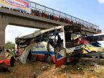 ilustrasi-kecelakaan-bus-tabrak-pengendara-motor.jpg