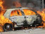 ilustrasi-mobil-terbakar-3453.jpg