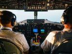 ilustrasi-pilot-di-kokpit-pesawat.jpg