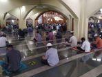ilustrasi-salat-jumat-di-masjid.jpg