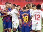 insiden-yang-terjadi-pada-laga-sevilla-vs-barcelona-di-stadion-ramon-sanchez-pizjuan.jpg