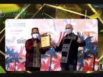 integrated-terminal-manager-makassar-bambang-soeprijono-saat-menerima-penghargaan-semalam.jpg