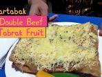 intip-proses-pembuatan-martabak-double-beef-tabrak-fruit_20180811_235335.jpg