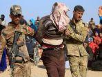 irak-menangkap-seseorang-yang-dicurigai-sebagai-militan-daesh-atau-isis-121.jpg