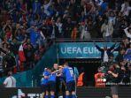 italia-merayakan-setelah-gol-pertama-tim-mereka-selama-pertandingan-sepak-bola.jpg