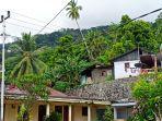jaringan-kabel-listrik-yang-ada-di-kawasan-pemukiman-warga-kampung-deahe.jpg