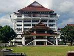 kantor-gubernur-sulawesi-utara-650op.jpg