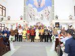kapolres-minsel-rayakan-paskah-di-gereja-katolik-kebangkitan-kristus-4674578658.jpg
