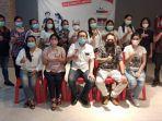 karyawan-yang-tergabung-dalam-asosiasi-pengusaha-ritel-indonesia-aprindo.jpg