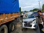 kecelakaan-antara-minibus-suzuki-karimun-dengan-truk-fuso.jpg