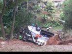 kecelakaan-bus-yang-terjun-ke-jurang-5566.jpg