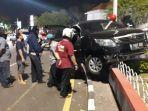kecelakaan-di-tugu-muda-semarang-pengemudi-mobil-innova-tewas-setelah-tabrak-tembok1.jpg