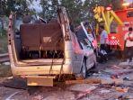 kecelakaan-fatal-mini-bus-rusak-parah-8-orang-tewas.jpg