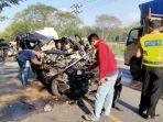 kecelakaan-isuzu-panther-vs-truk-diesel-terjadi-di-jalur-pantura-tuban-tepatnya-di-desa-purworejo.jpg