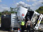 kecelakaan-lalu-lintas-mobil-truk-di-tol-ungaran-bawen-tepatnya-di-exit-tol-bawen-semarang.jpg