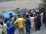 kecelakaan-maut-bus-yang-jatuh-ke-jurang-dan-meledak-di-pakistan-pada-14-juli-2021.jpg