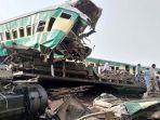 kecelakaan-maut-dua-kereta-bertabrakan-di-pakistan-tewaskan-32-orang-8-gerbong-hancur.jpg