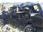 kecelakaan-maut-kereta-api-di-kediri-tabrak-mobil-isuzu-panther-2.jpg
