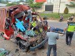 kecelakaan-maut-mobil-boks-tabrak-truk.jpg