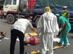 kecelakaan-maut-seorang-pengendara-tewas-di-lokasi-kejadian-tabrak-truk-lamongan.jpg