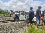 kecelakaan-maut-terjadi-antara-kereta-api-dan-mobil.jpg