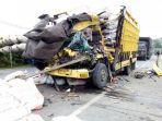 kecelakaan-maut-truk-dan-motor-tewaskan-seorang-pns-di-aceh-honda-vario-dan-mitsubishi-colt.jpg