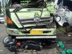 kecelakaan-maut-truk-tabrak-bus-dan-sepeda-motor-di-kesugihan-cilacap.jpg