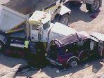 kecelakaan-maut-truk-tabrak-mobil-suv-13-orang-tewas-terlempar-ke-trotoar-di-california-as.jpg