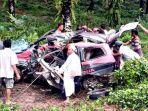 kecelakaan-tunggal-mobil-grand-livina-di-sanggau-6-juni-2021.jpg