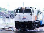 kereta-api-indonesia-246-34634.jpg