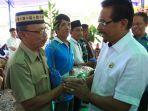 ketua-dpw-partai-pan-sulawesi-utara-sehan-landjar-di-depan-anggota-pan-boltim.jpg