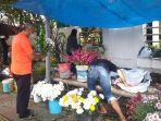 kios-penjual-bunga-di-sepanjang-jalan-sam-ratulangi-kamis-24122020.jpg