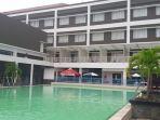 kolam-renang-hotel-sutan-raja-kotamobagu_20170910_081705.jpg