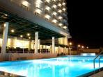 kolam-renang-sintesa-peninsula-hotel-manado_20160604_103948.jpg