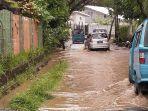 kondisi-di-jalan-siswa-kelurahan-tikala-baru-kecamatan-tikala-yang-tergenang-air.jpg