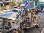 kondisi-kendaraan-mobil-rusak-parah-setelah-bartabrakan-dengan-truk.jpg