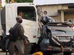 kondisi-mobil-avanza-ringsek-terjepit-truk-dalam-kecelakaan-maut-di-jalan-raya-pati-kudus.jpg