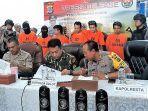 konferensi-pers-polda-sulawesi-utara-terkait-kasus-perampokan-indomaret.jpg