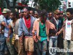 mahasiswa-papua-demo-di-depan-istana-merdeka.jpg