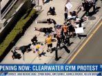 marah-tempat-gym-ditutup-warga-florida-demo-dengan-push-up-dan-squat-213.jpg