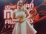 marion-jola-menang-di-mama-2018-best-new-asian-artist-indonesia.jpg