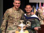 mayor-inf-alzaki-penerima-penghargaan-pertama-dari-us-army-cgsc.jpg