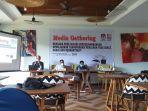 media-gathering-oleh-kpu-sulut-di-hotel-mercure-dfgdfg.jpg